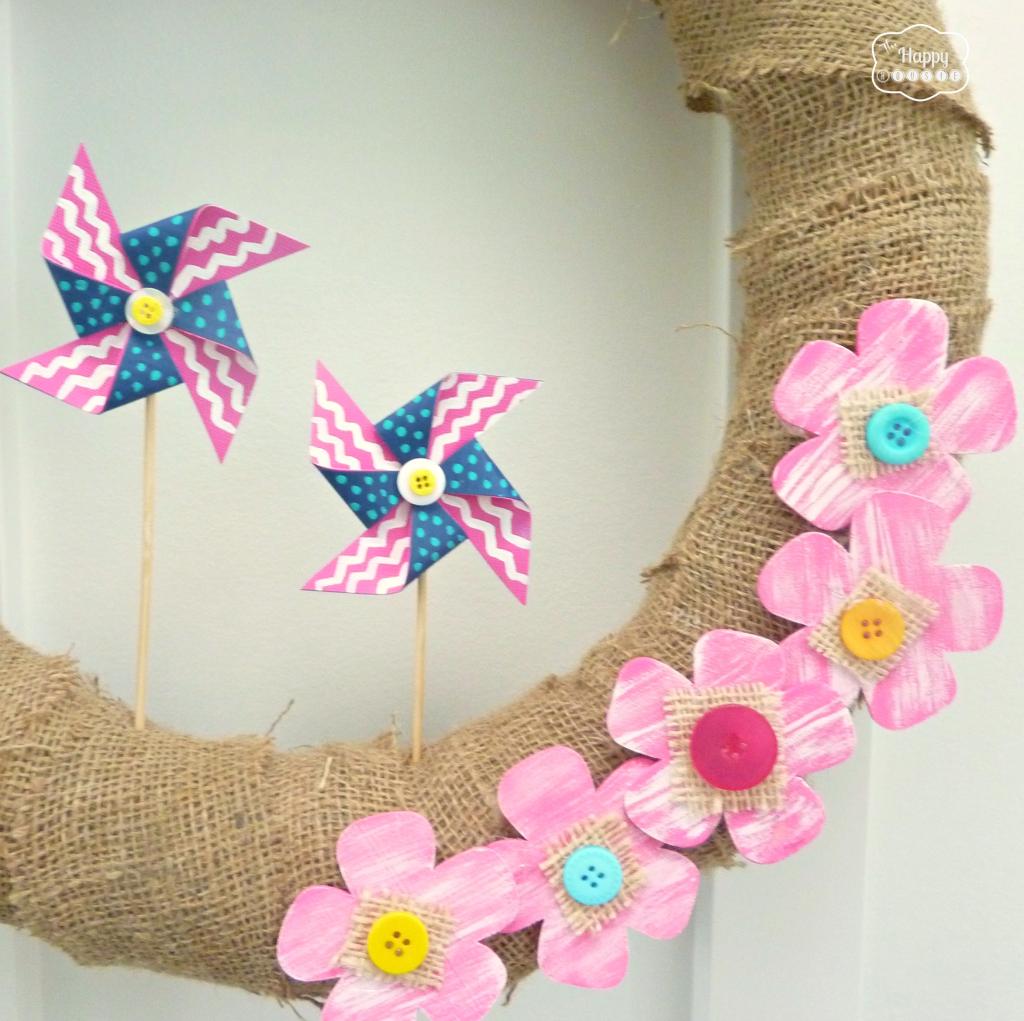 burlap and pinwheel summer wreath bottom at thehappyhousie