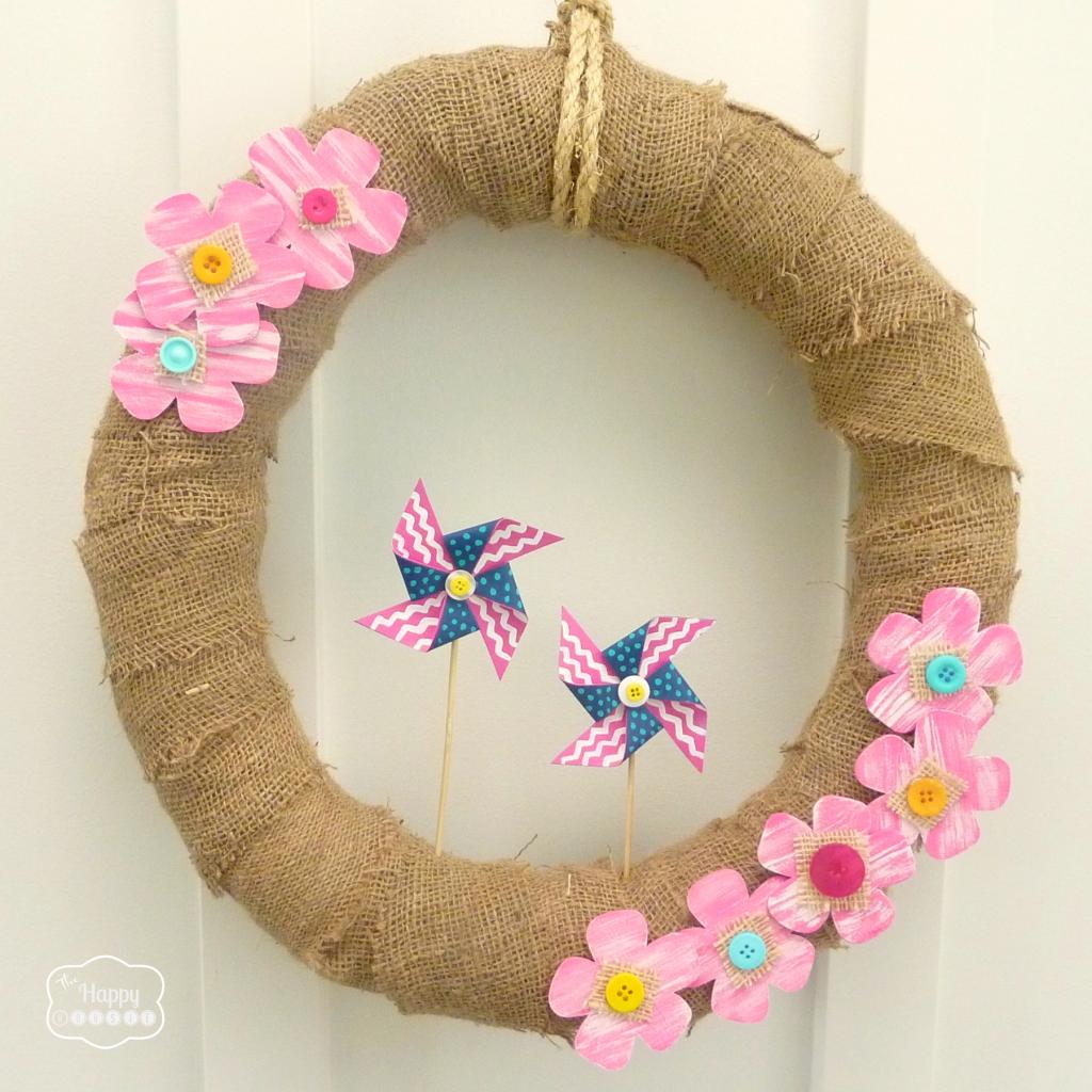 burlap and pinwheel summer wreath thumbnail at thehappyhousie