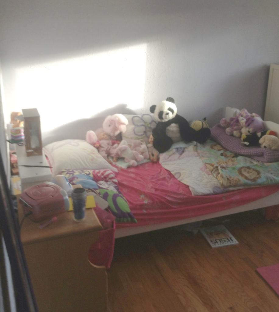 nevaehs bedroom before bed