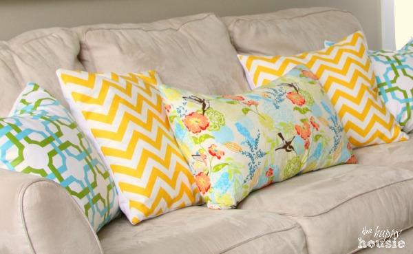 DIY Envelope Lumbar Pillow spring pillow at The Happy Housie